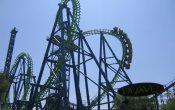 fotos de la montaña rusa Déjà Vu en el parque temático Six Flags Magic Mountain