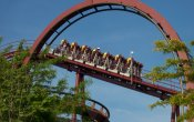 photos of Iron Wolf roller coaster in Six Flags Great America theme park