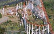 fotos de la montaña rusa Viper en el parque temático Six Flags Magic Mountain
