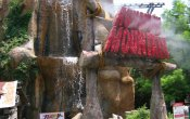 photos of Runaway Mountain roller coaster in Six Flags Over Texas theme park